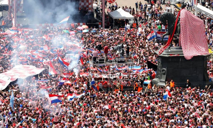 HALF A MILLION GIVE CROATIA HEROES WELCOME
