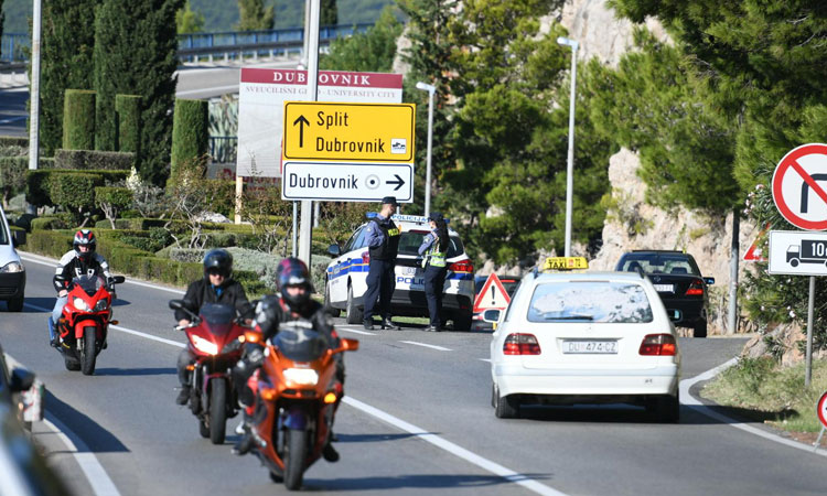 armed police in dubrovnik robbery at airport