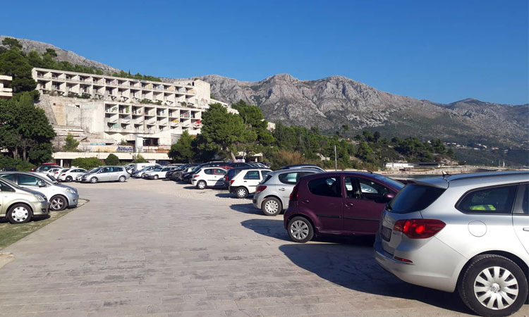 busy parking in kupari dubrovnik