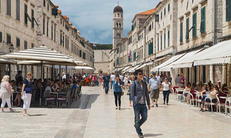 busy stradun in dubrovnik