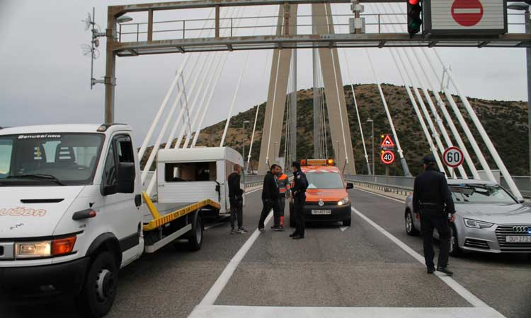 camper blown over on dubrovnik bridge