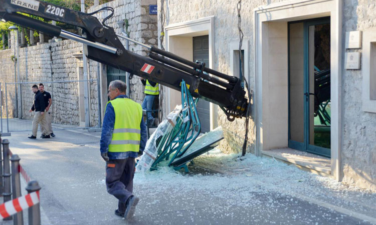 crane falls over in dubrovnik