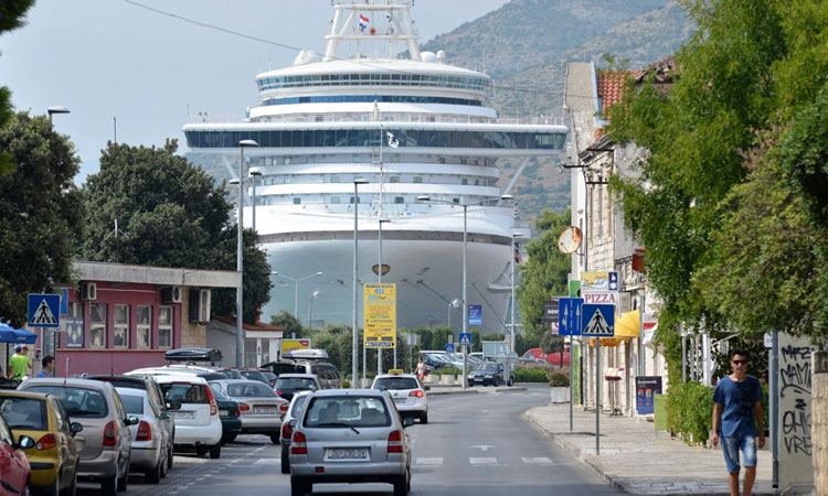 cruise ship dubrovnik