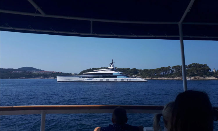 dallas cowboys owner yacht