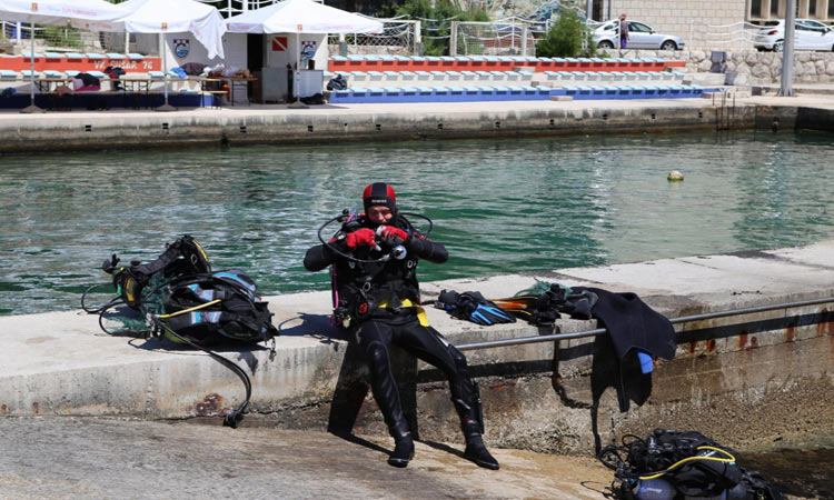 divers in mlini cleaning 2018