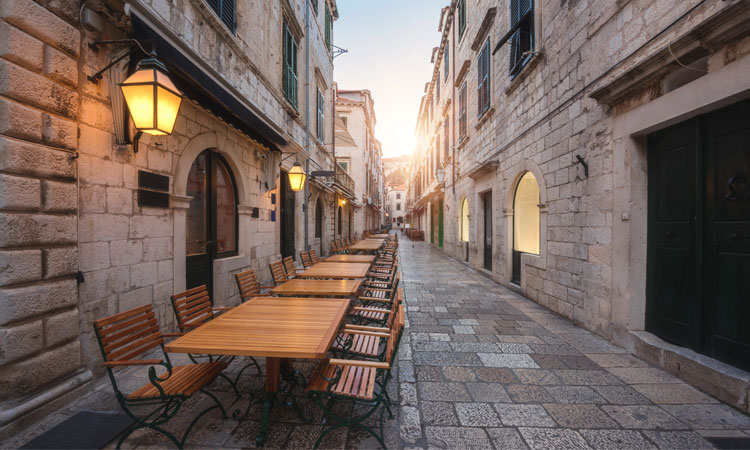 empty restaurants in dubrovnik 2018 1