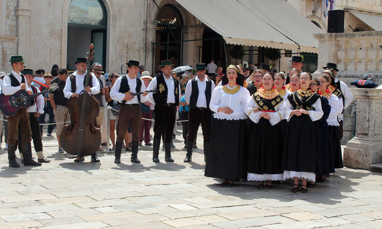 folklore dancing in dubrovnik 2018