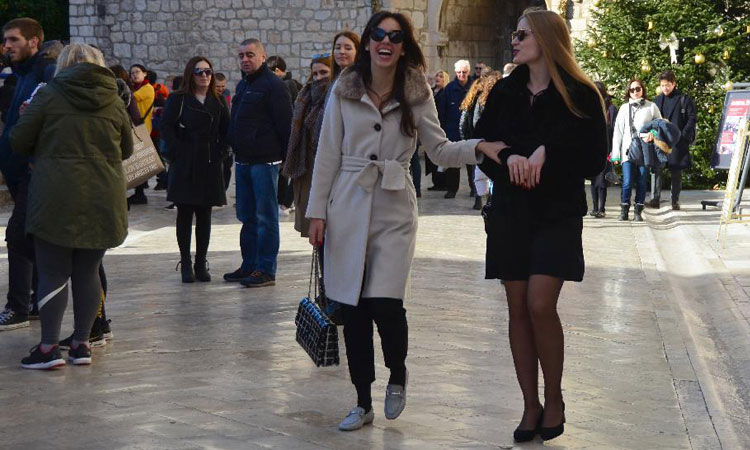 girls walking down the stradun in dubrovnik 2018