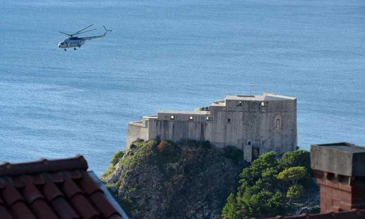 helicopter delivers canon to dubrovnik