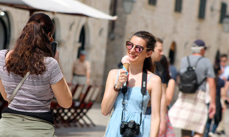 ice cream eating in dubrovnik 2018