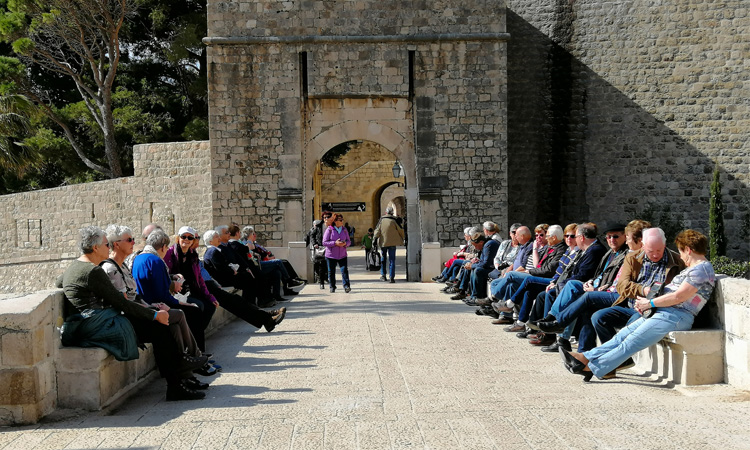march tourists in dubrovnik 2019