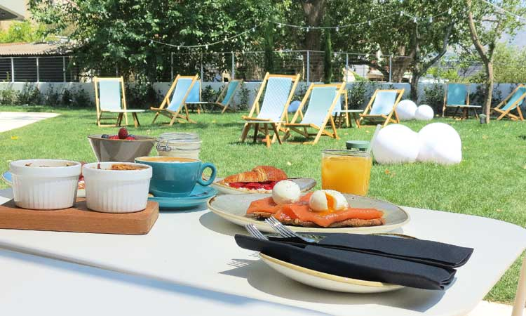 one suite hotel restaurant