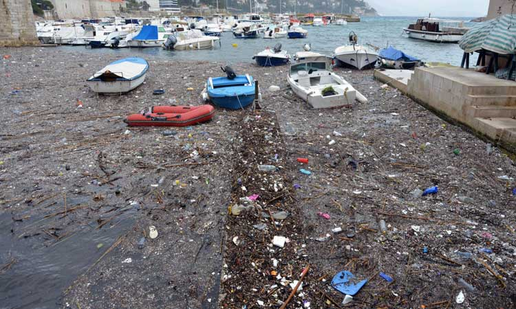 pollution in sea dubrovnik harbour