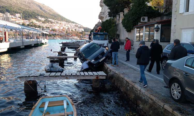 rescue action for mercedes in dubrovnik