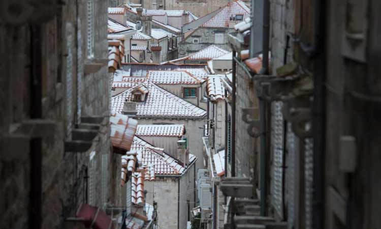 snow in dubrovnik old city roofs 2018 33