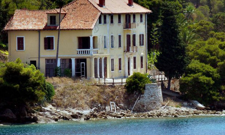 vis villa for sale