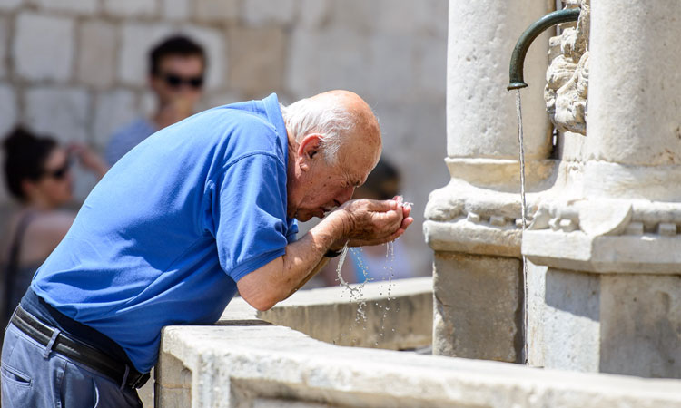washing face in public fountain in dubrovnik 2019