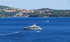 Mega yacht drops anchor in Bay of Zupa