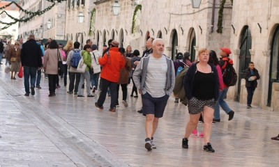 Shorts and coats on the Stradun