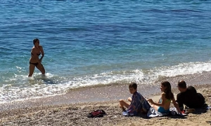 Swimming season opens in Dubrovnik sunshine