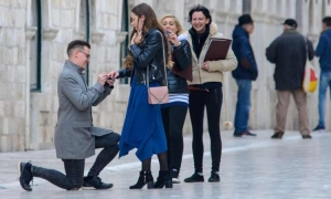 """PHOTO – """"Will you marry me?"""" Romantic proposal in Dubrovnik"""