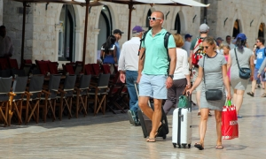 PHOTO GALLERY – Sunday sunshine as tourists soak up Dubrovnik