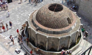 Discover Dubrovnik - Great Onofrio Fountain
