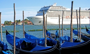 Venice bans cruise ships in historic centre