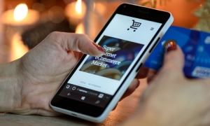 Covid-19 pandemic attracts more people to shop online
