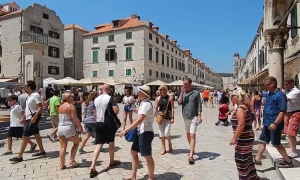 Tourists fill Dubrovnik