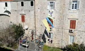 PHOTO – Washing lines give signs of life inside the Old City walls of Dubrovnik