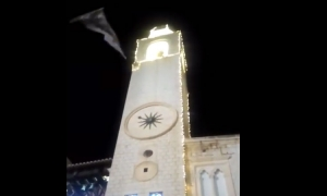 VIDEO – Gale force winds cause havoc with Christmas decorations in Dubrovnik