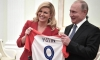 Croatian President presents Putin with iconic shirt