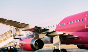 European low-cost airlines introduces compulsory vaccinations for all cabin crew