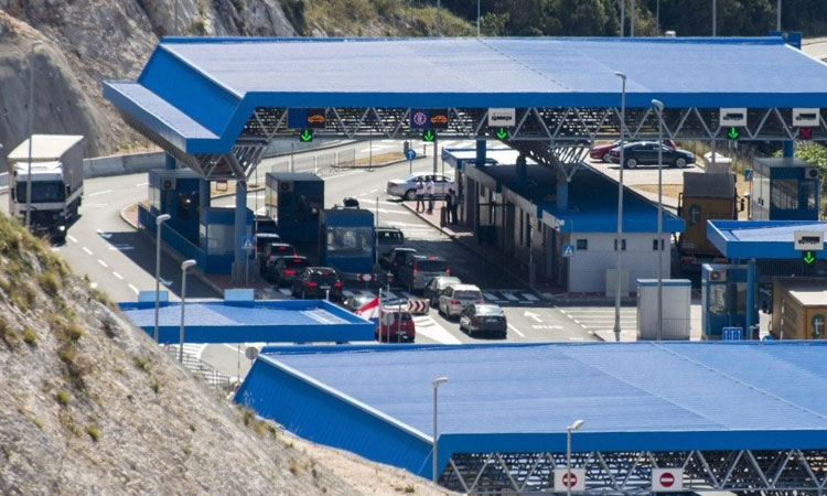 Could the transit borders at Neum be closed?