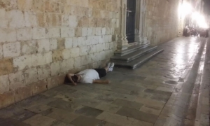 Drunk tourist sleeps in front of Dubrovnik monastery