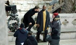 PHOTO/VIDEO - Jamie Foxx and Taron Egerton evade charging horse on set of Robin Hood: Origins in Dubrovnik
