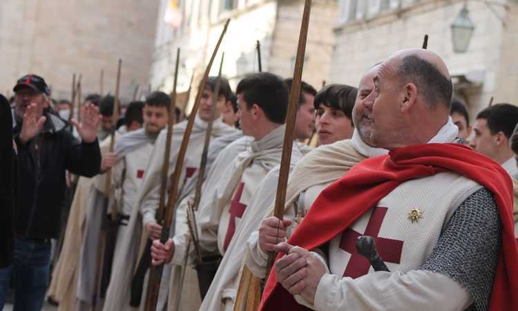 Robin Hood: Origins extras line the streets of Dubrovnik