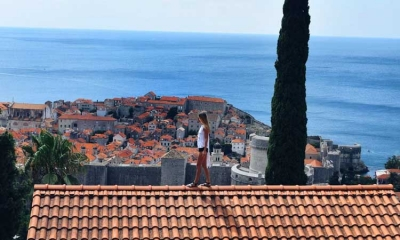 AMAZING PHOTO: Standing on the rooftop in Dubrovnik