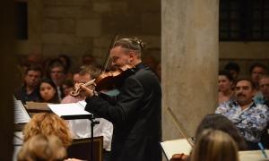 Orlando Furioso starts with Vivaldi's Four Seasons