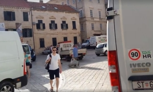 VIDEO – Traffic jams on ancient stone streets of Dubrovnik – is this respecting the city?