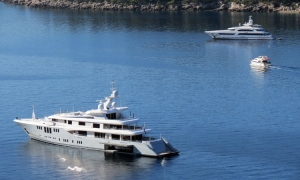 VIDEO - Yacht of fourth wealthiest man in United Kingdom drops anchor in front of Dubrovnik