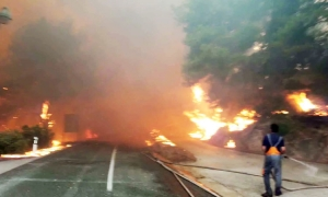 Fire closes roads in Orebić
