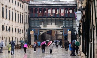 Rain adds English touch to Dubrovnik's Nottingham