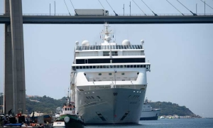 Cruise ships squeeze into Dubrovnik