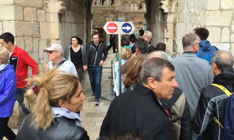 Traffic jam as over 5,000 cruise ship passengers squeeze into Dubrovnik