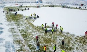 Christmas spirit in Osijek as fans clean tons of snow off pitch