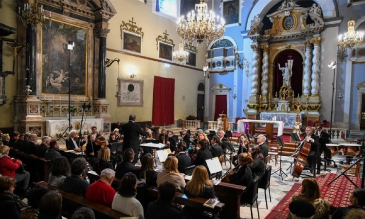 Concert that includes 12 conducters to be held in the Franciscan Church