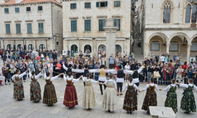 Lindo folklore on the Stradun