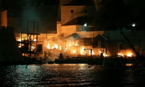 VIDEO/PHOTO - Robin Hood:Origins filming ends in flames